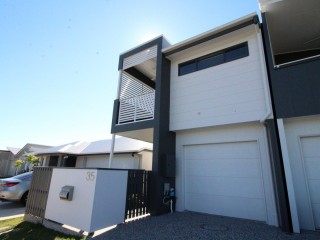 View profile: COSY LIVING IN CALOUNDRA WEST!