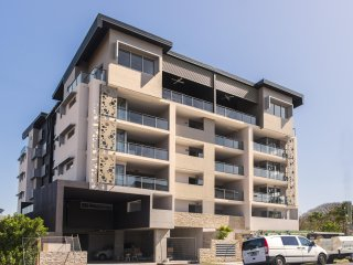 View profile: 3 BEDROOM UNIT - STORAGE UNIT - AIR CONDITIONING TO ALL ROOMS