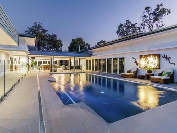View profile: Luxuriously Appointed - Ideally Located 11 Acre Estate