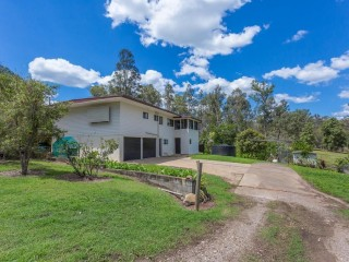 View profile: 6 ACRES, 6 MINUTES TO TOWN, CAN'T GET BETTER THAN THIS!