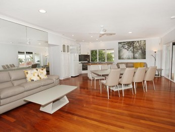 View profile: 26 on Mayfield; 3 Bedroom stunning Apartment, walking distance to the beach and ocean views!