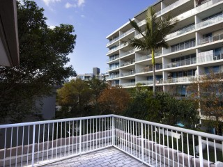 View profile: MASSIVE PRICE REDUCTION!!! Huge Penthouse Apartment Right Next to the Broadwater