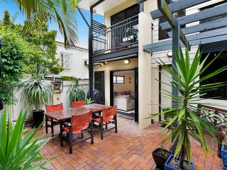 View profile: Stunning 3 bed townhouse available for your inspection