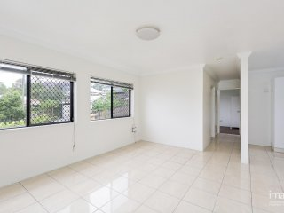 View profile: RECENTLY RENOVATED UNIT AVAILABLE NOW!!