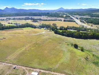 View profile: 14 Hectares - Multiple Possibilities!