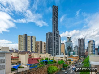 View profile: RARELY AVAILABLE 122M2 CROSS-FLOW LAYOUT WITH VIEWS!