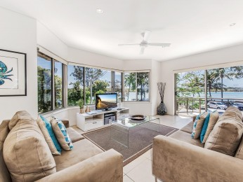 View profile: Aarons Villa - Waterfront Perfectly located on Gympie Terrace