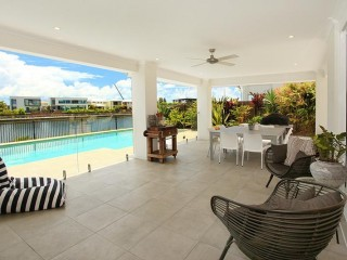 View profile: 5 bedroom canal side home with pool and airconditioning