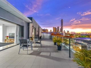 View profile: PENTHOUSE LUXURY IN FORTITUDE VALLEY ! MUST BE SOLD!