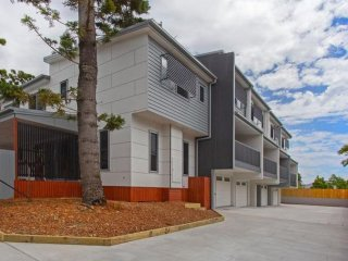 View profile: Townhouse in Great Location