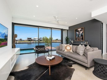 View profile: Prestigious Waterfront Home just a hop skip and jump from the New University Hospital - ONE WEEK RENT FREE