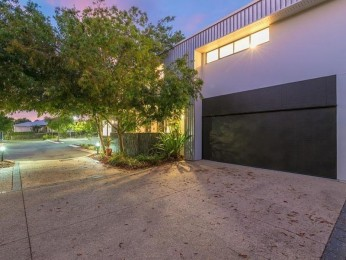 View profile: Commercial Office plus Deluxe Townhouse in Peregian Springs