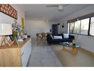 View profile: Modern Renovated 2 Bedroom Unit