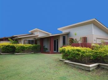 View profile: Stroll to Double Bay beach & cafes......