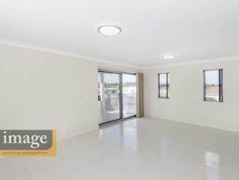 View profile: Luxury Modern Apartment in Prime Location!!