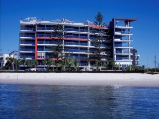 View profile: 'Waters Edge' is perfectly positioned on the Broadwater