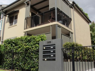 View profile: MODERN 2 BD, 2BTH APARTMENT - GREAT LOCATION!