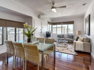 View profile: RENOVATED POST WAR 3 BED HOME WITH AIR CON THROUGHOUT