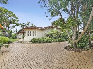 View profile: QUALITY HOME - SPACIOUS ROOMS - LANDSCAPED GARDENS - ENTERTAINERS DREAM!
