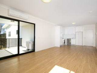 View profile: Spacious Near New Unit!