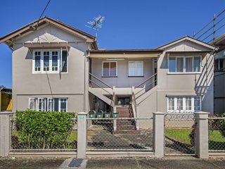 View profile: Complex of 4 units in the CBD in Innisfail.