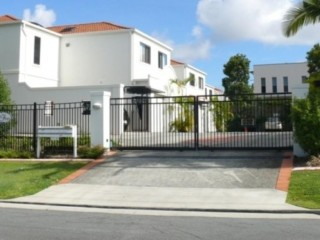 View profile: Inner City Resort style living - Rent includes water