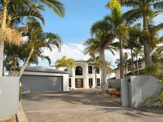 View profile: 4 bedroom house on canal