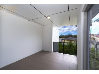 View profile: ALL HAWTHORNE HAS TO OFFER ON YOUR DOORSTEP. MODERN 2 BEDROOM UNIT!!