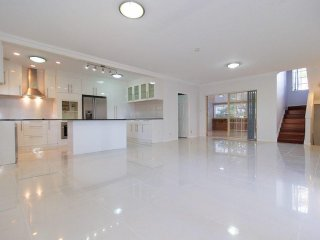 View profile: 3 Bedroom Town House for Sale with only 5 minutes walk to Brisbane State High School