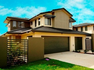 View profile: LARGE OPEN PLAN 3 BEDROOM, 3 LIVING AREA TOWNHOUSE, 2 x AIR CON, DLUG, POOL/SPA/BBQ AREA