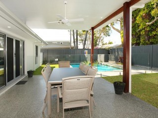 View profile: 4 Bedrooms, Pool, Air Conditioning