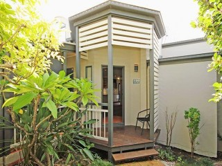View profile: Spacious 2 Bedroom 3 Level Townhouse With Air Con !