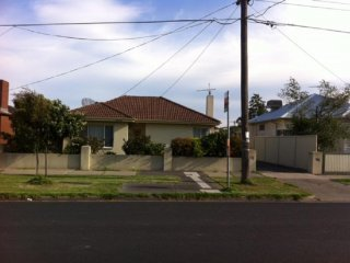 View profile: 3 bedroom house in Fawkner – 1 Room Available