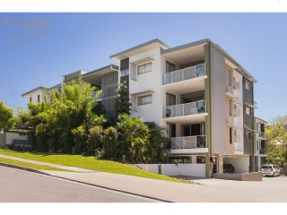 View profile: PRIVATE COURTYARD - BEAUTIFUL 2 BED APARTMENT IN THE HEART OF ASHGROVE