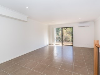 View profile: Near New  3 Storey Mordern Townhouse With 3 Bedroom