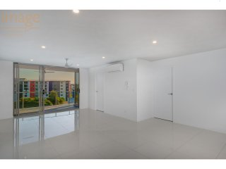 View profile: BRAND NEW STUNNING UNIT – AIR CONDITIONED – SECOND LIVING SPACE – PET FRIENDLY -  AMPLE STORAGE