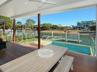 View profile: 5 Bedroom Townhouse suitable for families only on the Canal + Pool + Private Pontoon