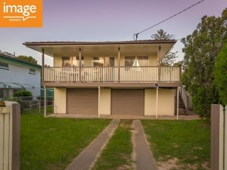 View profile: HUGE FAMILY HOME - SEPARATE LIVING AREAS UPSTAIRS AND DOWNSTAIRS