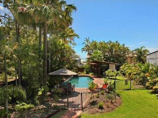 View profile: Spacious 4 Bedroom Home, price reduced to $500 per night!!
