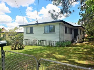 View profile: Lovely home with large private rear deck – super-handy location!