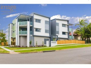 View profile: TOP FLOOR SPACIOUS UNIT WITH AIR CONDITIONING
